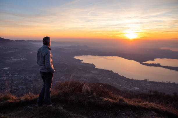Hiker looking sun over horizon Hike on mountain looking landscape reflection stock pictures, royalty-free photos & images