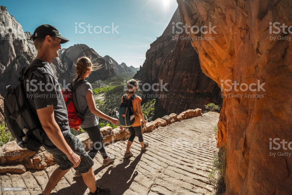 Wanderer mit Rucksack – Foto