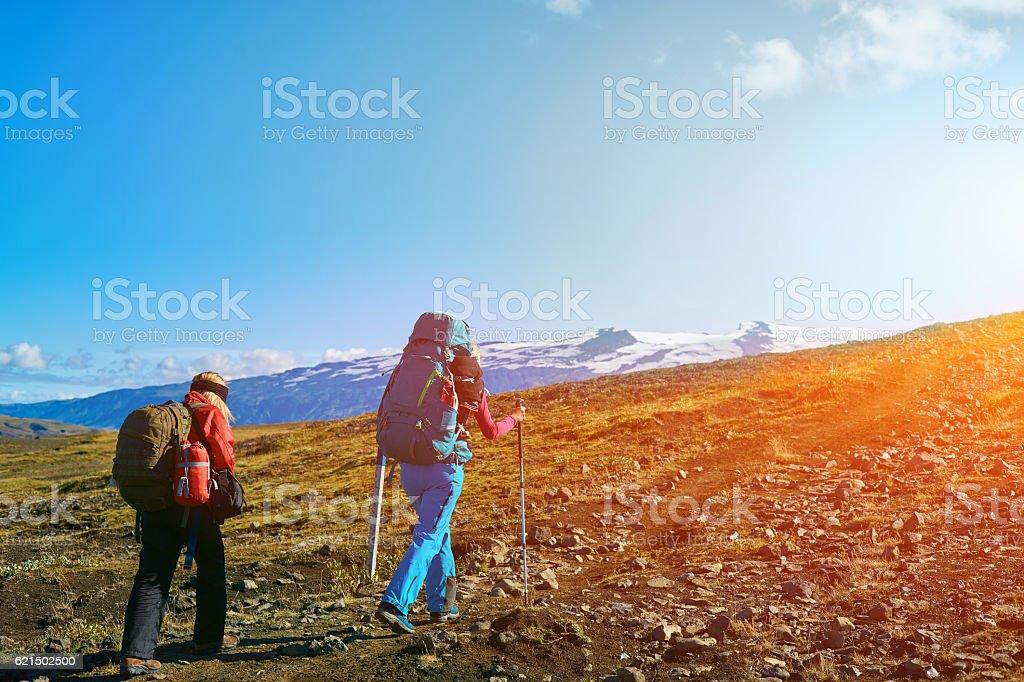 hikers on the trail photo libre de droits