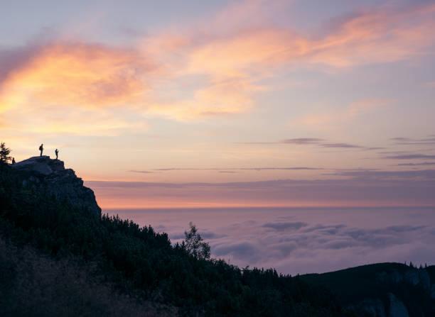 Wanderer-Silhouetten bei Sonnenuntergang – Foto
