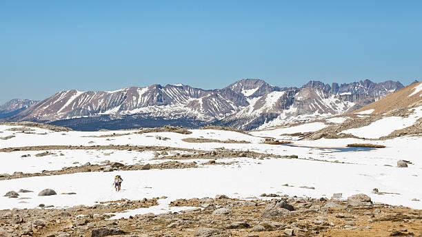 outdoor-abenteuer in der sierra nevada - pacific crest trail stock-fotos und bilder
