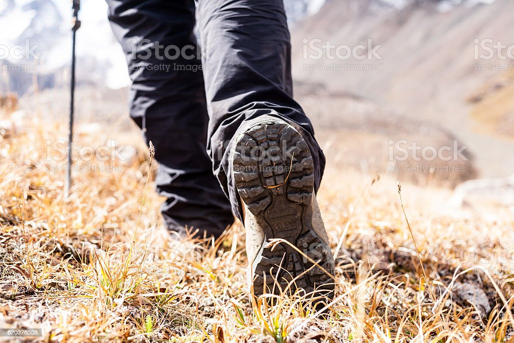 Hiking boots on rocks. foto de stock royalty-free