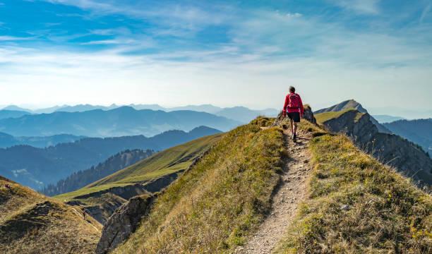 senderismo en los alpes de allgaeu - excursionismo fotografías e imágenes de stock