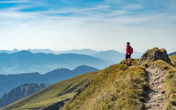 wandern in den allgäuer alpen - regierungsbezirk schwaben stock-fotos und bilder