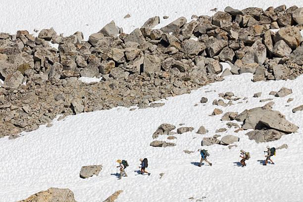 eine wanderung in den sierra nevada mountains - pacific crest trail stock-fotos und bilder