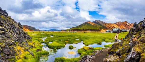 Wanderweg in schönen bunten Vulkanberge Landmannalaugar in Island – Foto