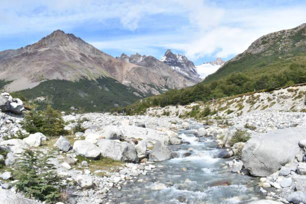 남미 의 파타고니아, 아르헨티나에서 큰 회색 산과 아름다운 라구나 토레에 하이킹 트레일 스톡 사진