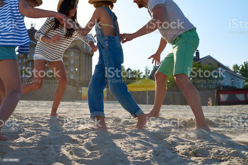 Fotografia De Divertido Juego De La Familia En La Playa Y Mas Banco