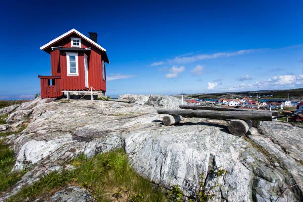 hill top stuga på vrango - bohuslän nature bildbanksfoton och bilder
