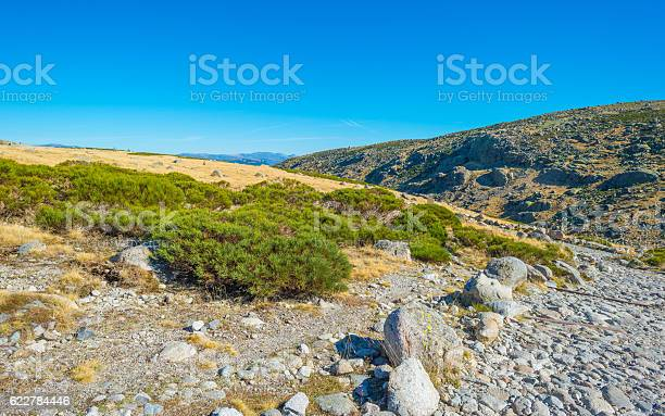 Hills of natural park sierra de gredos picture id622784446?b=1&k=6&m=622784446&s=612x612&h=w i5mbphuel9ged8k zqjj5v9jjcpartlrqdvepxrgc=