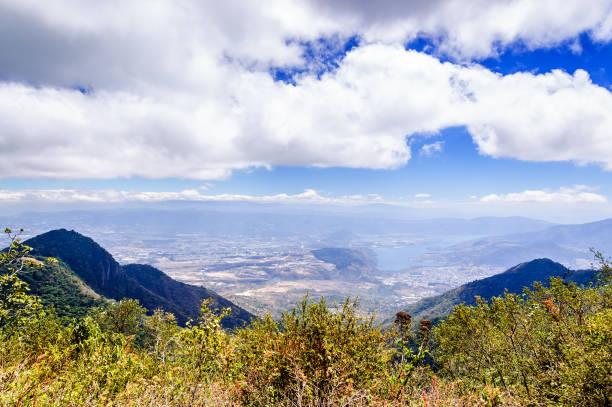 hilltop blick auf tal - guatemala stadt stock-fotos und bilder