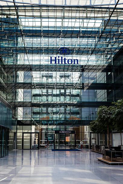 hilton frankfurt airport - luchthaven frankfurt am main stockfoto's en -beelden