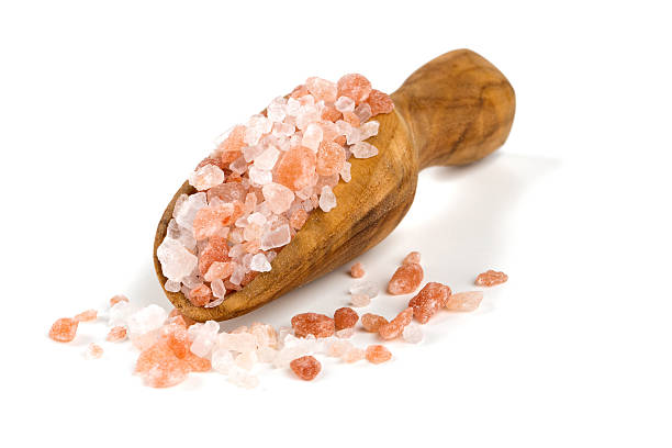 himalayan salt on a wooden spoon over white – Foto