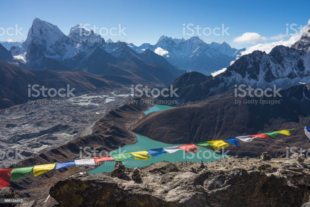 Himalayas mountain range view from top of Gokyo Ri, Everest region, Nepal - Стоковые фото Moraine роялти-фри