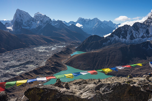 Himalayas Mountain Range View From Top Of Gokyo Ri Everest Region Nepal — стоковые фотографии и другие картинки Moraine