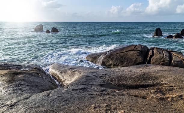 hin ta & hin yai rocks küste am strand - sexy granny stock-fotos und bilder