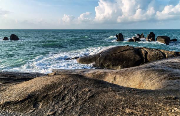 hin yai rocks , großmutter rock in koh samui, thailand - sexy granny stock-fotos und bilder