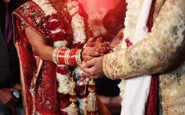 hindi wedding ceremony - induismo foto e immagini stock