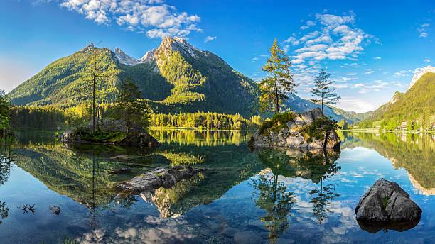hintersee-bayerische see im nationalpark berchtesgaden - berge in bayern stock-fotos und bilder