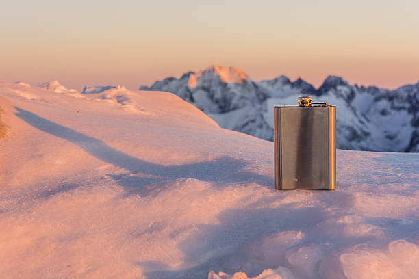 Hip flask in the mountains. – Foto