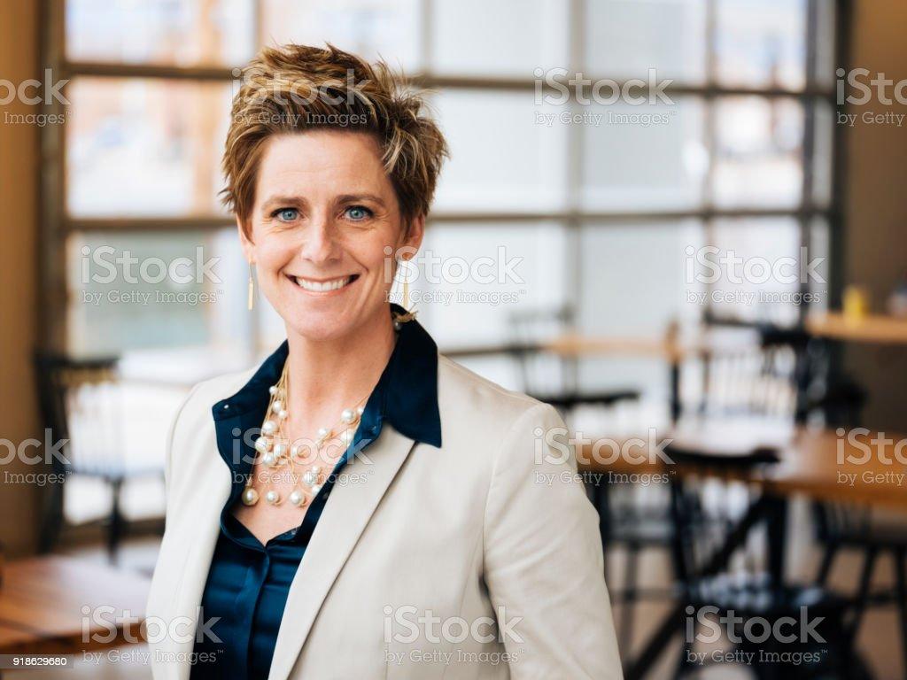 Hip professionelle Portrait in einem Coffee-Shop – Foto