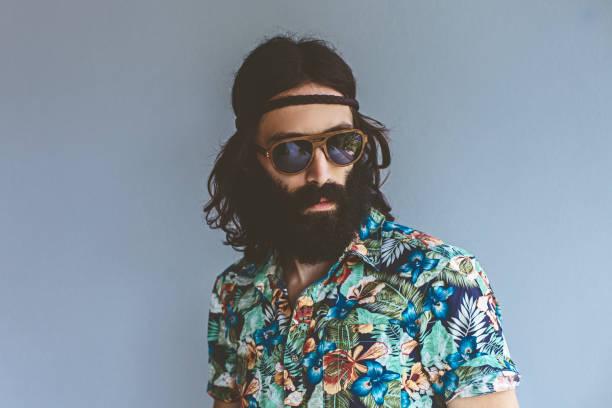 hippie mann porträt - hippie stock-fotos und bilder