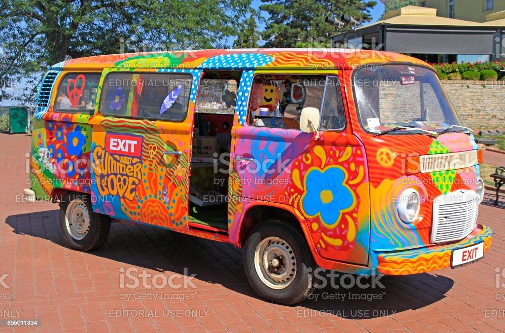 hippie van est symbole du festival de musique sortie qui s'est tenue à Novi Sad - Photo