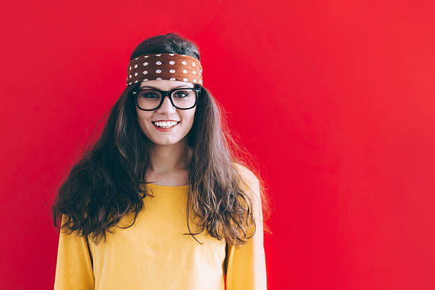 hippie frau - hippie stirnbänder stock-fotos und bilder