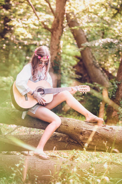 hippie kvinna - happy indie pop bildbanksfoton och bilder