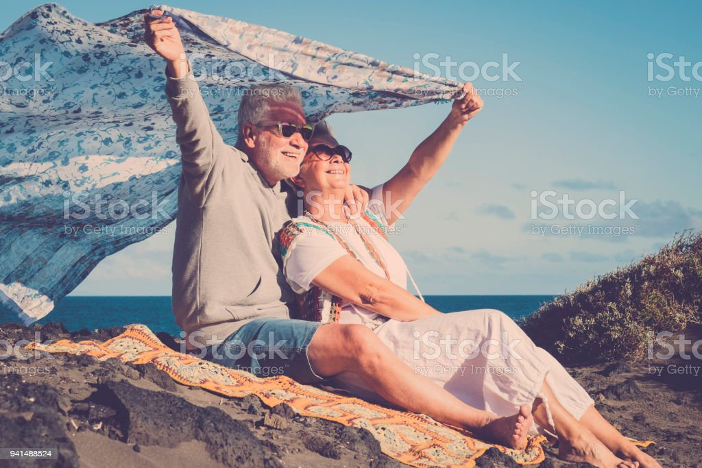 Hippie im Alter von paar am Strand – Foto