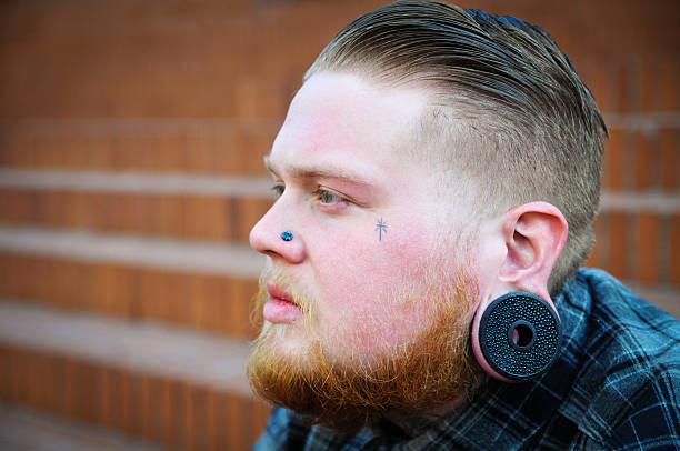 hipster-nahaufnahme - ohrringe piercing stock-fotos und bilder