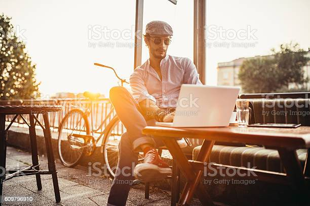 Hipster in cafe on laptop picture id609796910?b=1&k=6&m=609796910&s=612x612&h=ljqkl5xqnl307vfndbnl6zpti1353flhcp24hhqb xa=