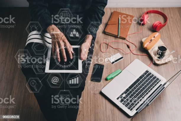 Hipster Man Using Tablet - Fotografias de stock e mais imagens de Acima