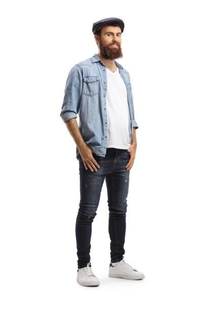 hipster-mann trägt jeans - mann bart freisteller stock-fotos und bilder
