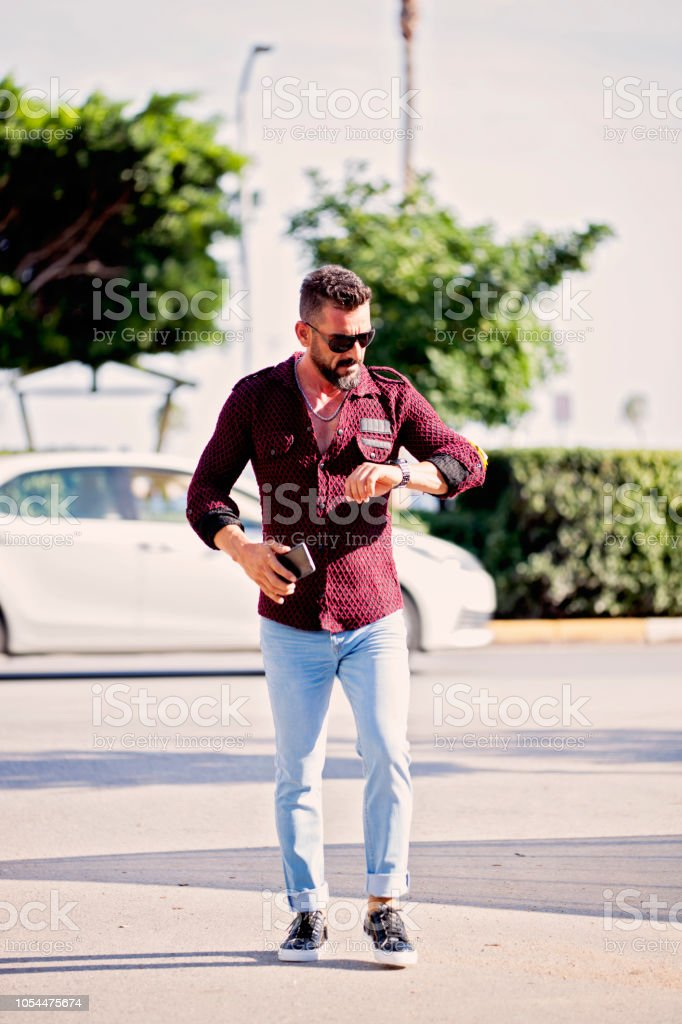 Zaman kontrol Istanbul'hipster portre. stok fotoğrafı