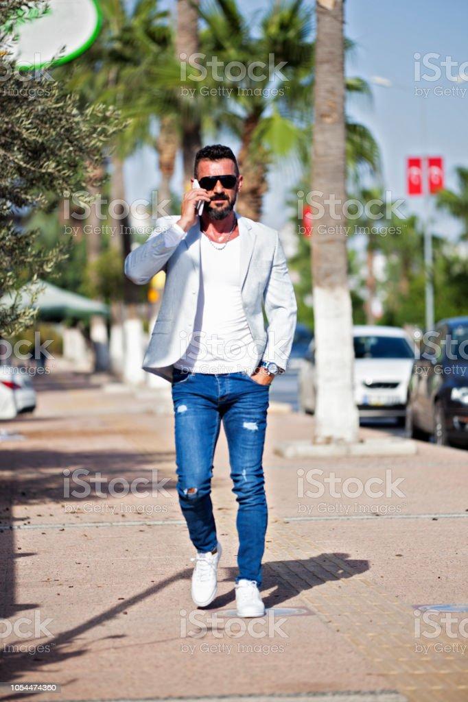 Hipster portre Istanbul telefon bakmak stok fotoğrafı