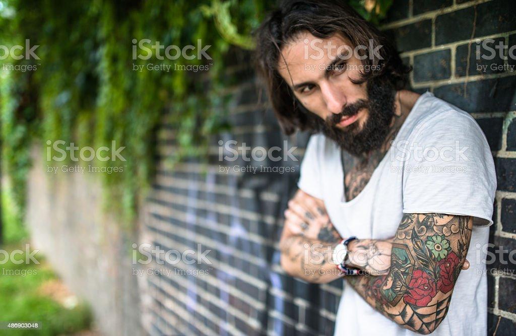 Fotografía de Retrato De Hipster Con Tatuaje y más banco de imágenes ... 77464e1f766