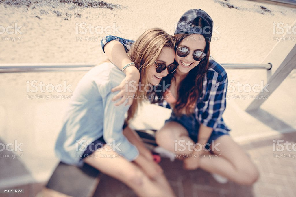 Hipster teen girls who are best friends laughing and embracing stok fotoğrafı