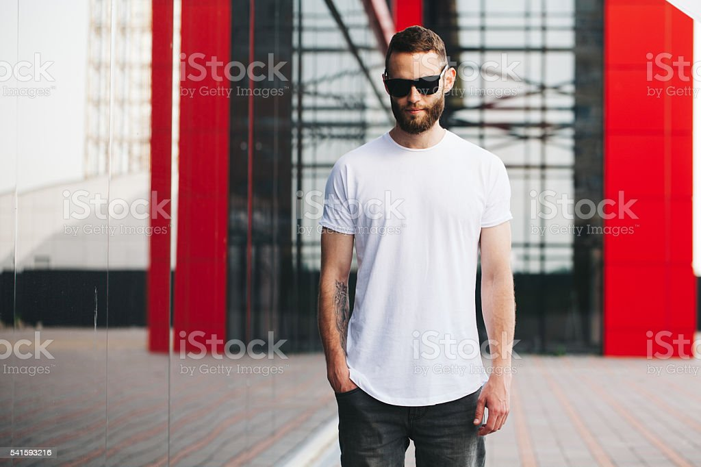 Hipster wearing white blank t-shirt with space for your logo - foto de stock