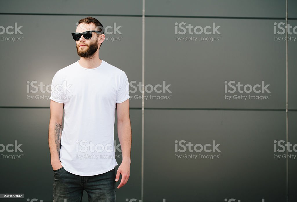 Hipster wearing white blank t-shirt with space for your logo foto