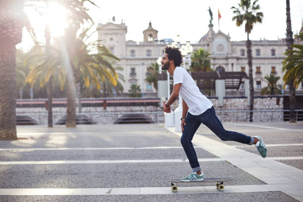 hipster with long board - skate foto e immagini stock