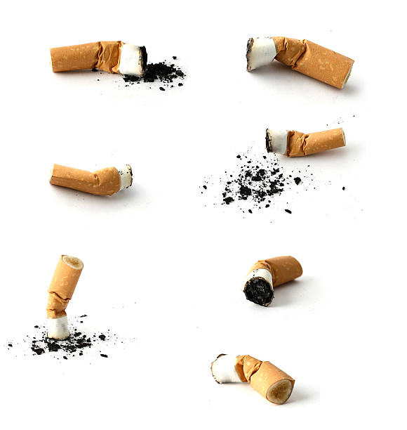 hi-res isolato mozziconi di sigarette - cicca sigaretta foto e immagini stock