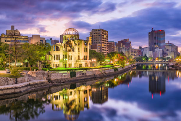 hiroşima, japonya şehir manzarası - hiroshima stok fotoğraflar ve resimler