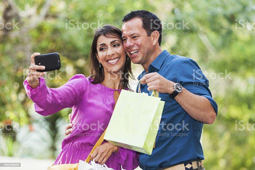 Online-Dating und traditionelles Dating vergleichen und kontrastieren
