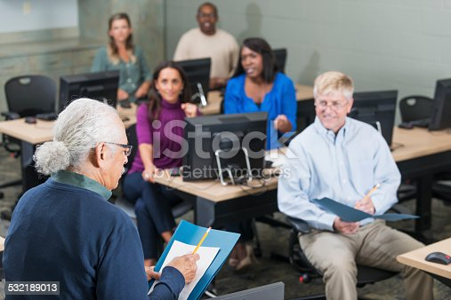 876965270 istock photo Hispanic senior man teaching adult students 532189013