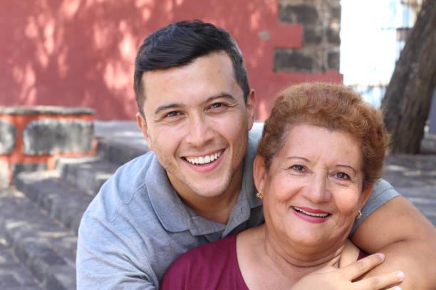 Mulher sênior Latino-americano com seu filho - foto de acervo