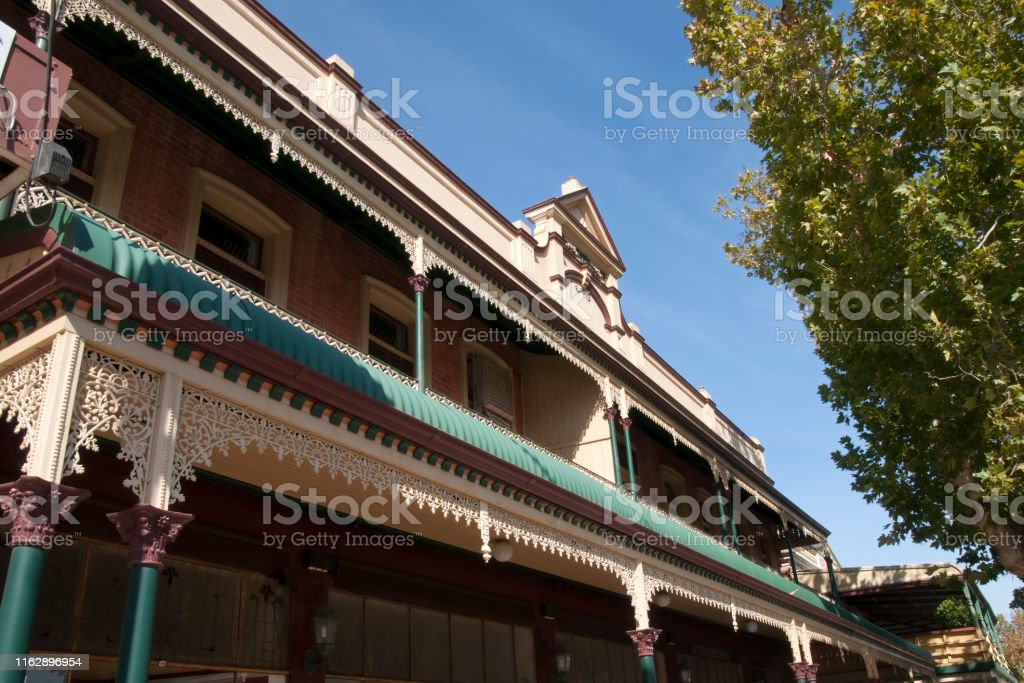Edificio Histórico Con Decoración Tradicional De Hierro De