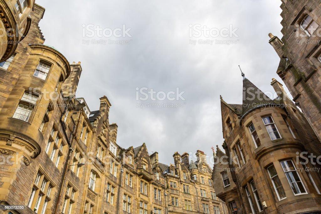 historic buildings at the Cockburn Street in Edinburgh foto de stock royalty-free