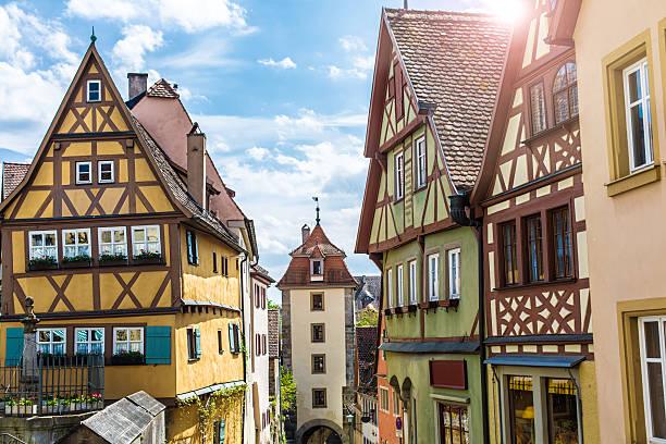 historic buildings in rothenburg ob der tauber - rothenburg stockfoto's en -beelden