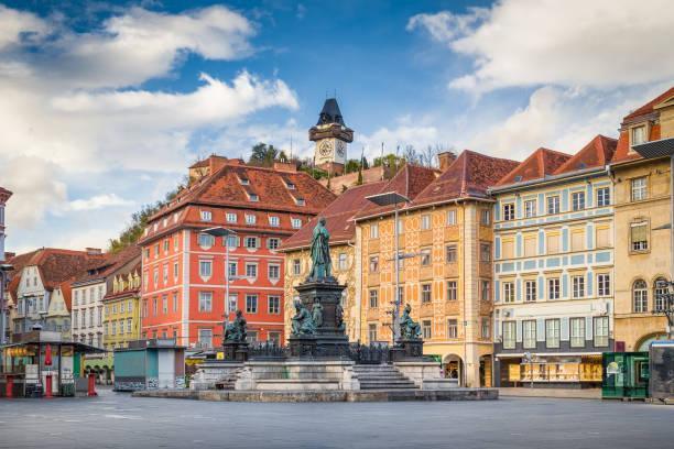 historische stadt graz mit hauptplatz, steiermark, österreich - stadt graz stock-fotos und bilder